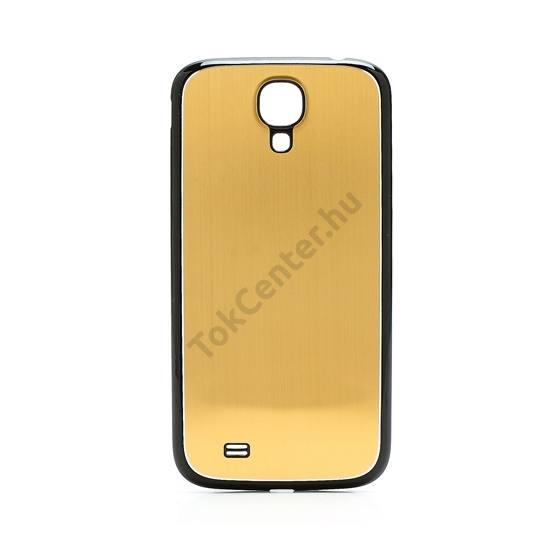 Samsung Galaxy S IV. (GT-I9500) Műanyag telefonvédő (akkufedél, szálcsiszolt mintázat) ARANY/FEKETE