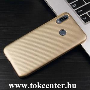 Samsung Galaxy A40 (SM-A405F) Szilikon telefonvédő (karbon minta) ARANY